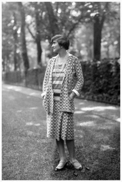 designer-gabrielle-coco-chanel-1883-1971-wearing-one-of-her-suits-in-the-grounds-at-fauborg-st-honore-paris-photo-by-sashagetty-images-1929-689x1024